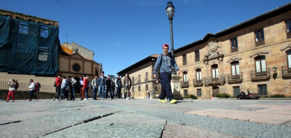 El Ayuntamiento encarga un proyecto para reparar el firme de la plaza de la Catedral