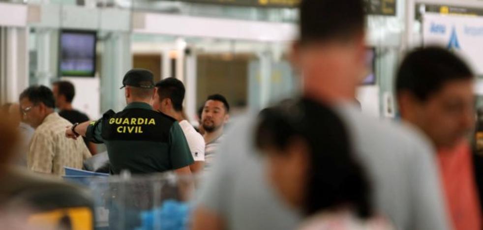 Los controladores de seguridad del aeropuerto estudian protestas «por la precariedad laboral»