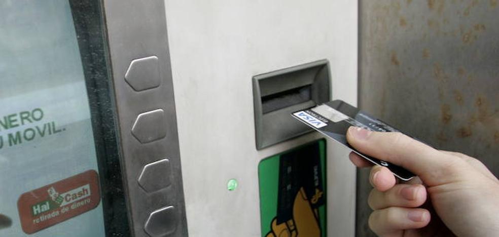Detenidos en Luanco dos integrantes de una red dedicada a la clonación de tarjetas de crédito