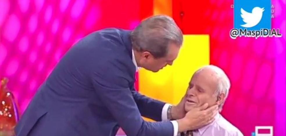 Un invitado se duerme en directo en el programa de Ramón García