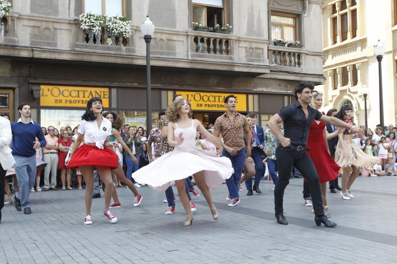 'Dirty Dancing' triunfa en las calles de Gijón