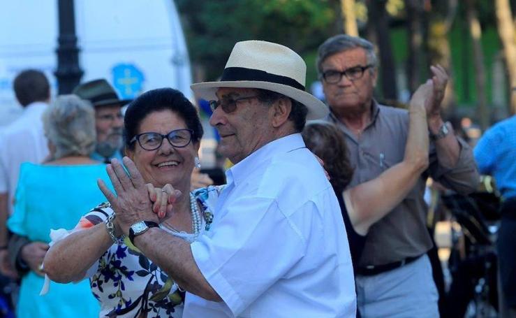 Los bailes en el Bombé en Oviedo