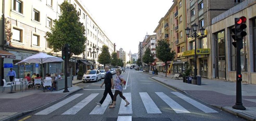 Dos turismos se estrellan de noche en Teatinos y Trubia