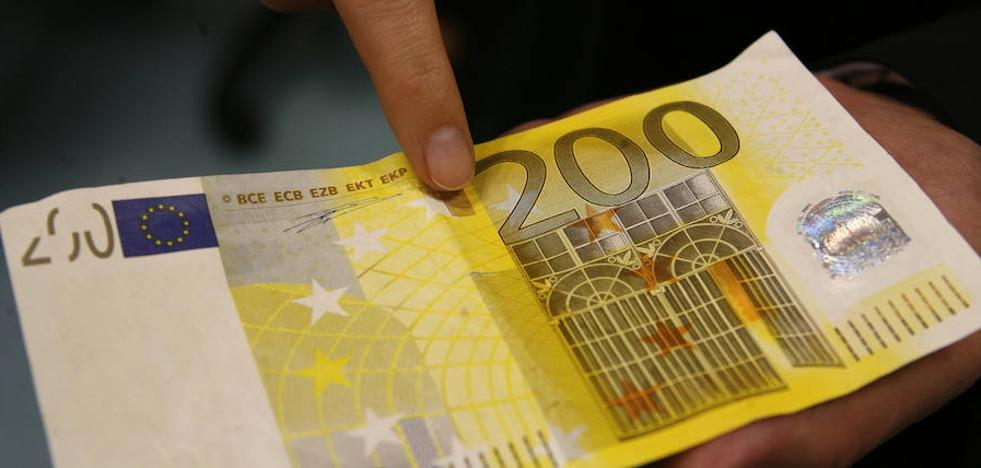 Detienen tras una persecución a dos hombres que intentaron pagar con un billete falso