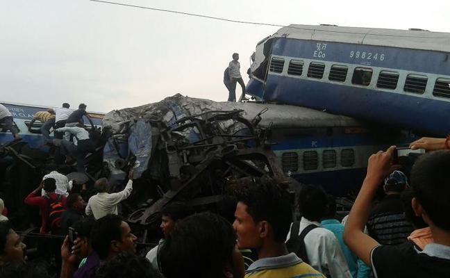 Al menos 23 muertos y 64 heridos tras el descarrilamiento de un tren en la India