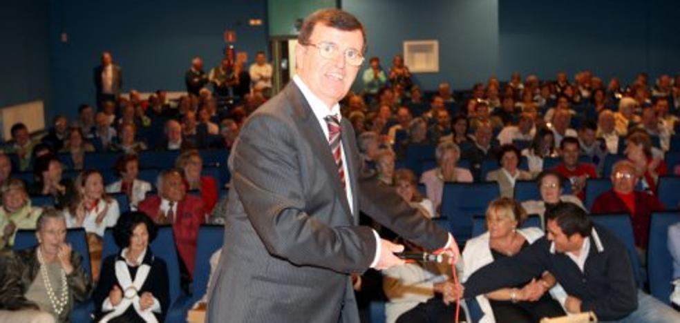 El alcalde de Siero propone nombrar a Coppen como cronista oficial de Lugones