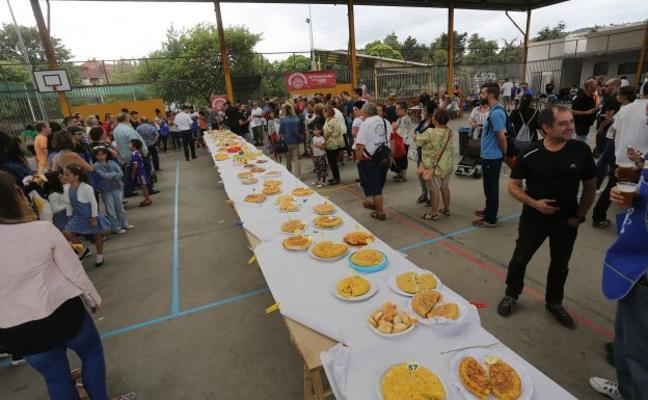 Casi setenta tortillas de patata 'compiten' en El Lauredal