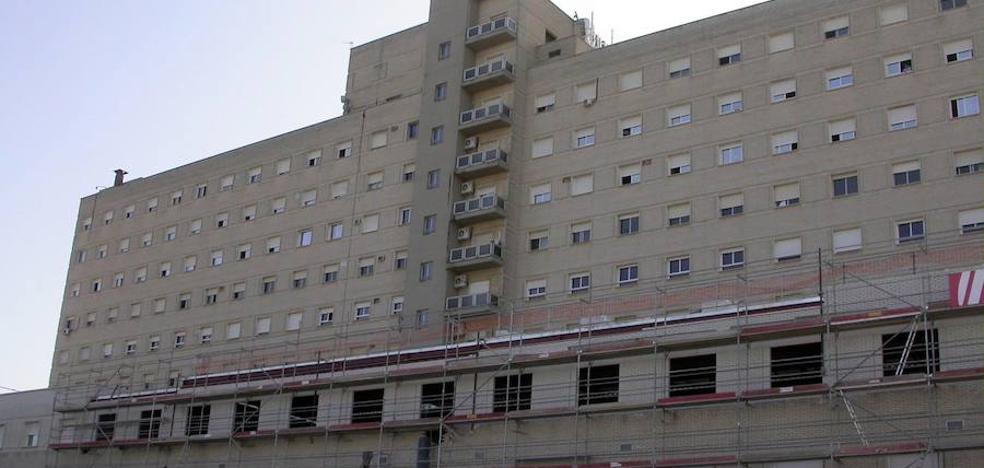Muere una mujer seccionada por un ascensor en un hospital de Sevilla