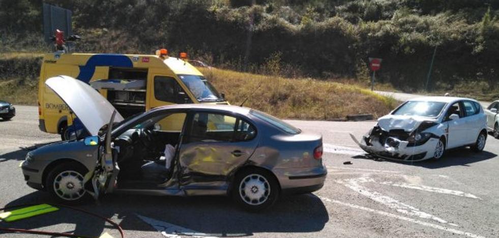Un hombre resulta herido leve en una colisión en Cañedo