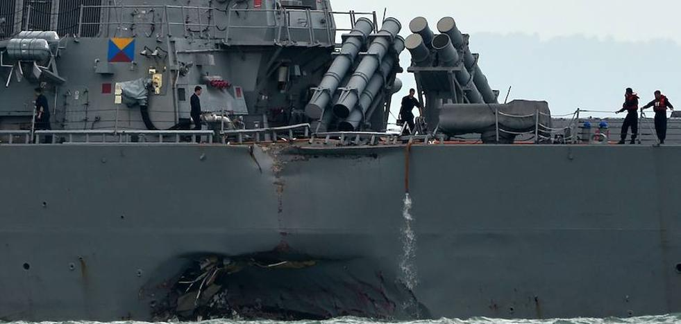 Un destructor estadounidense colisiona con un petrolero griego cerca de Singapur