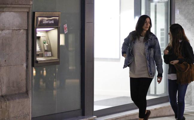 Liberbank sube un 4,43% y recupera el euro por acción