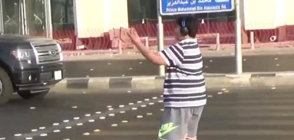 Arabia Saudí detiene a un joven por bailar la 'Macarena' en la calle