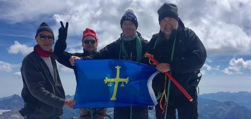 El arzobispo de Oviedo corona los Alpes