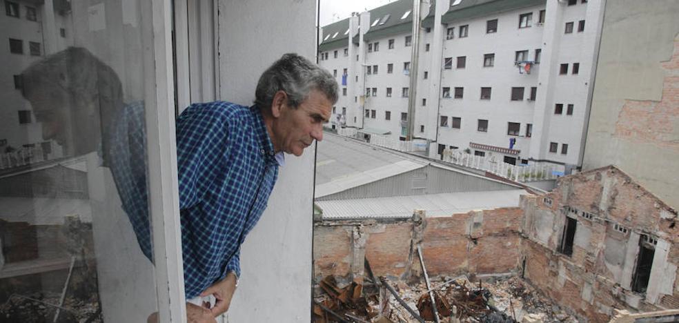 Salud se ofrece a eliminar las ratas del solar del bazar incendiado en Pumarín