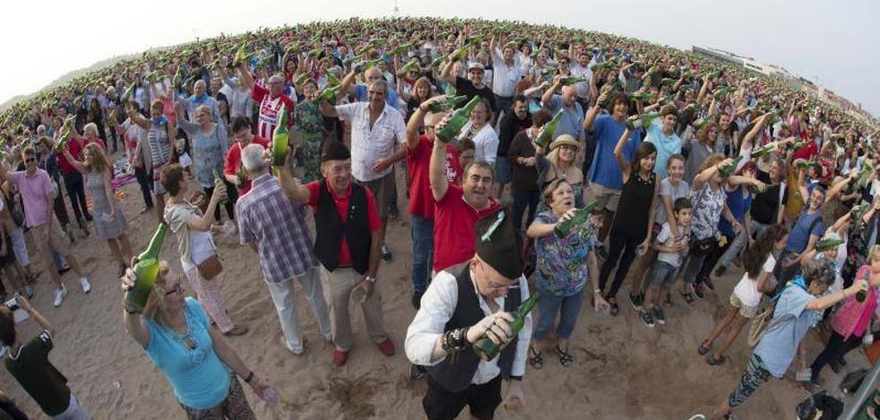 Gijón supera el récord de escanciado simultáneo