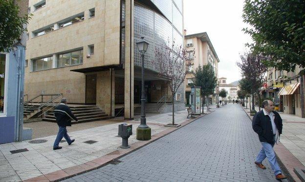 Exteriores de la Casa de Cultura de Lugones.