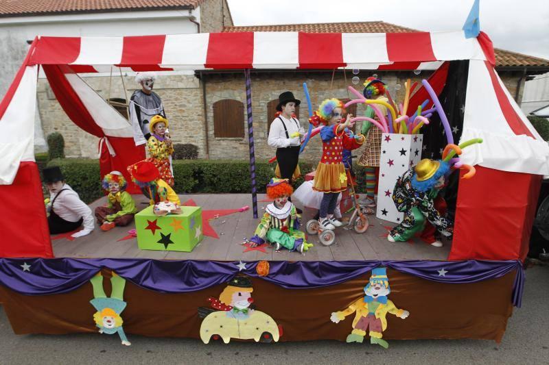 Desfile de carrozas en Cardo