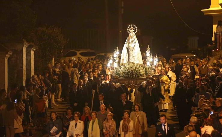 Procesión nocturna de la Virgen de la Guía en Llanes