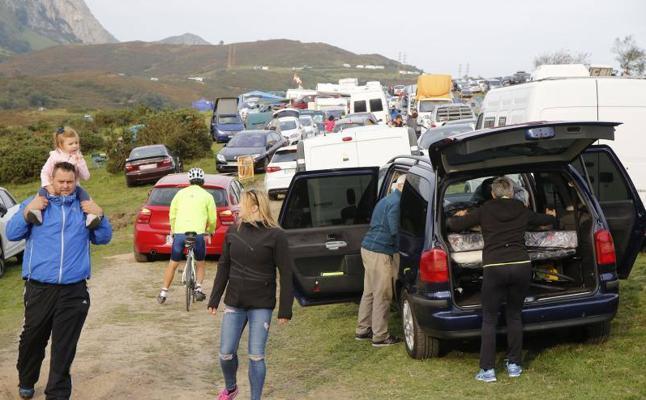 Los aficionados acampan en L'Angliru