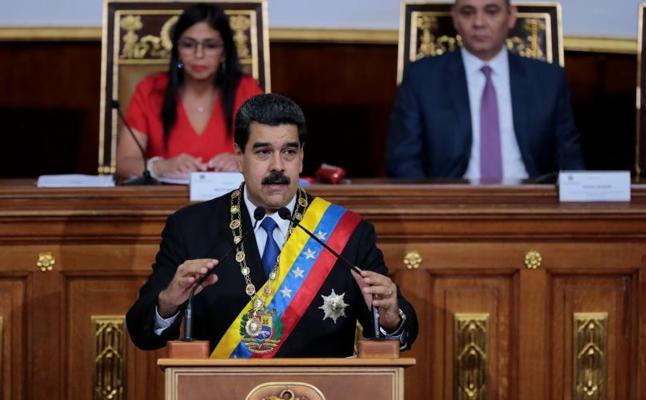 Maduro sube los salarios un 40% y endurece el control de precios