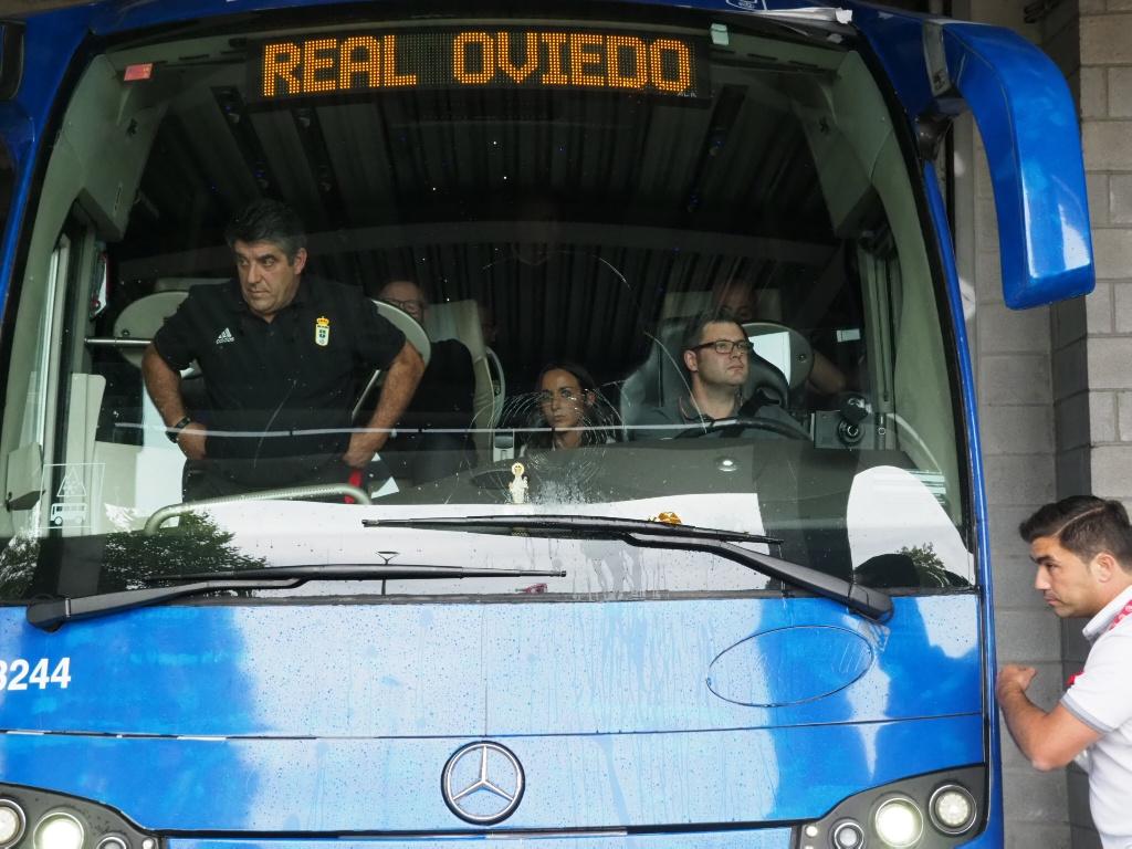 Sporting - Oviedo: incidentes a la entrada de El Molinón