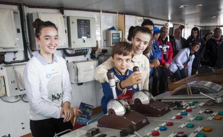 Greenpeace lleva a El Musel su barco 'Esperanza'