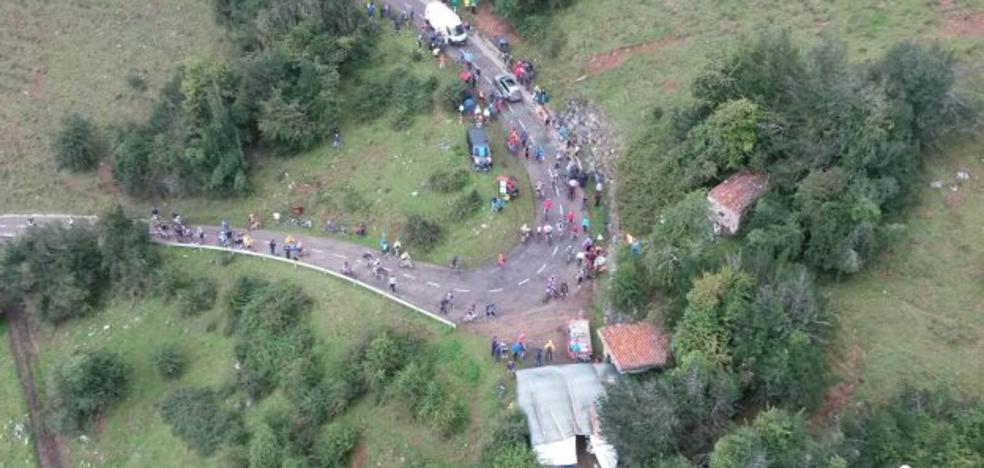 Muere una gallega de 29 años en L'Angliru al fallarle los frenos de la bici y chocar con un muro