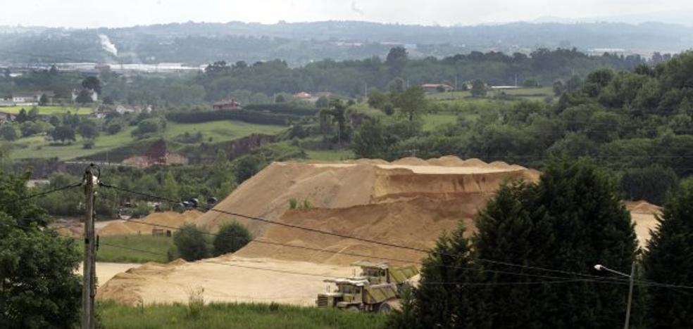 El alcalde apuesta por el tren para sacar el mineral de la cantera de Arcelor-Mittal