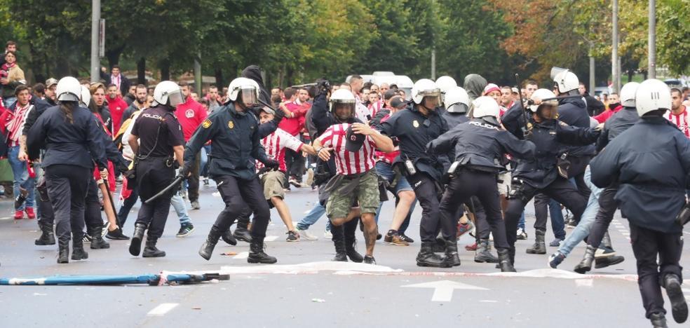El Sporting condena los altercados previos al derbi