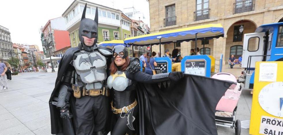 Batman y Batgirl se suben al tren