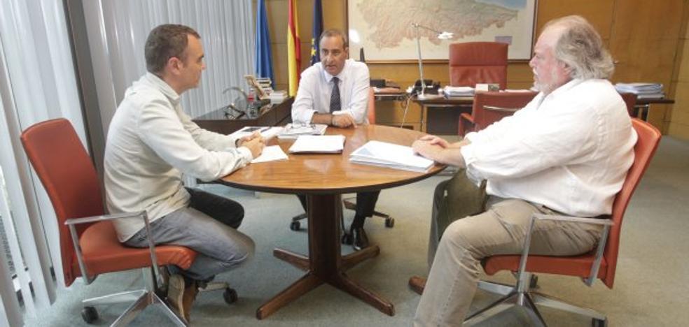 El alcalde pide al Principado el arreglo de la carretera de Los Campos a Trasona