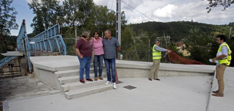 Las obras de la pasarela peatonal de Trubia finalizarán en un mes