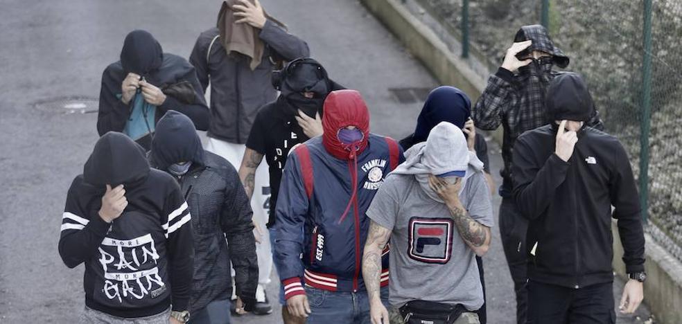 Orden de alejamiento de El Molinón para 10 de los ultras detenidos por los incidentes del derbi