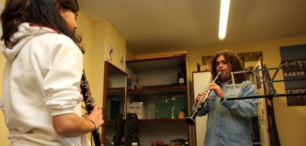 Denuncian la «masificación» en las aulas de la escuela de música de Llanera