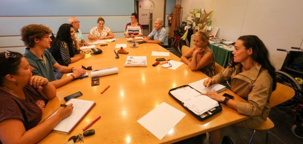 Aunando Esfuerzos abre su nuevo programa de actividades con marionetas