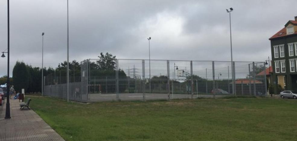 Deportes mejora la pista deportiva de Coto Carcedo