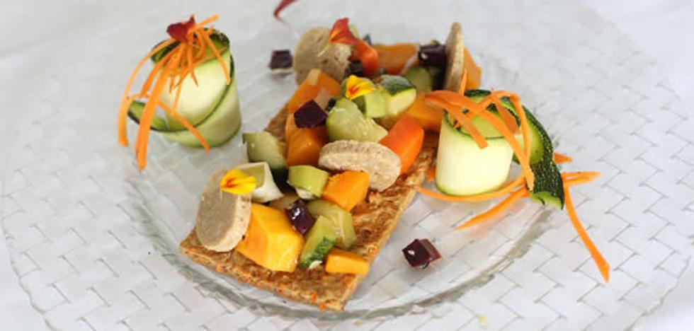Tosta de teff y sésamo con verduras