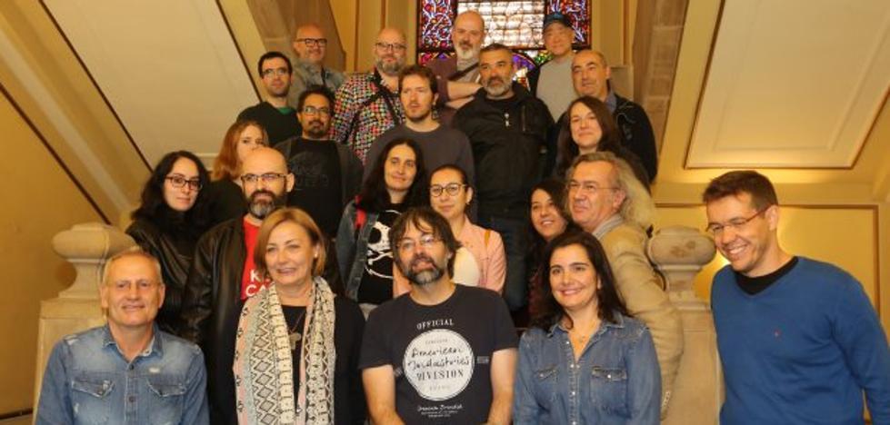 La alcaldesa invita a los autores de las Jornadas del Cómic a «compartir su talento»