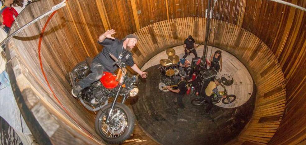 El Motoweekend ruge en Gijón a ritmo de rock