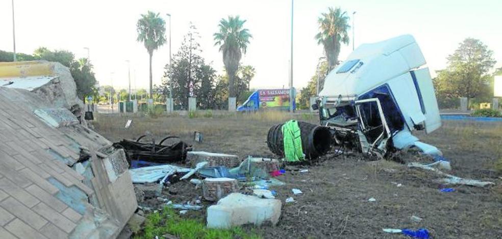 Muere un camionero de Oviñana en un brutal choque en una rotonda en Cádiz
