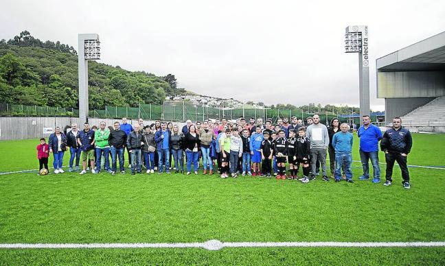 El Atlético de Siero toma el campo de El Bayu para protestar por los horarios