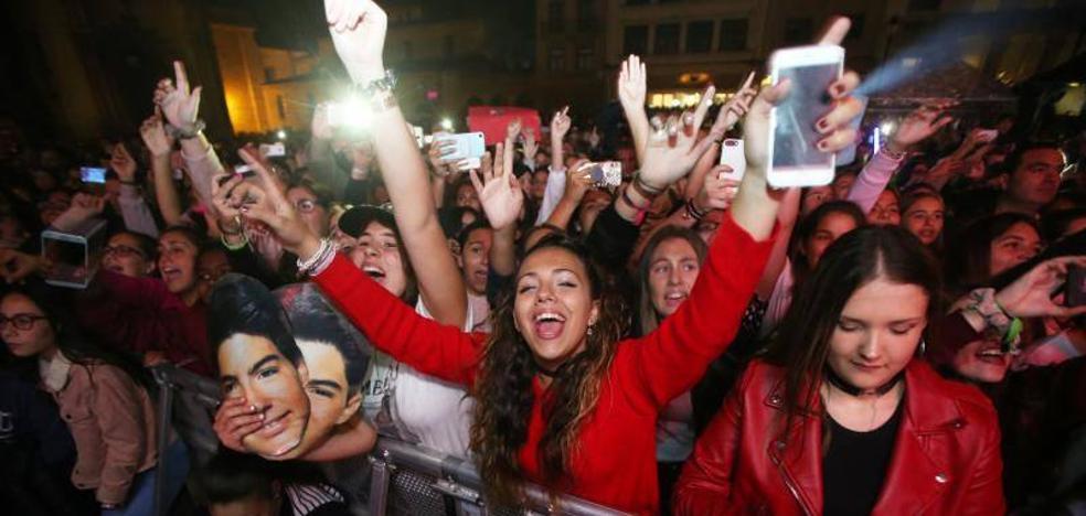 Oviedo se rinde a Gemeliers en su multitudinario concierto en San Mateo