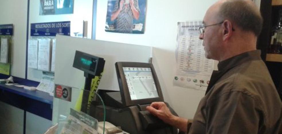 La Lotería Nacional deja un segundo premio en el Café Biloba de la Pola