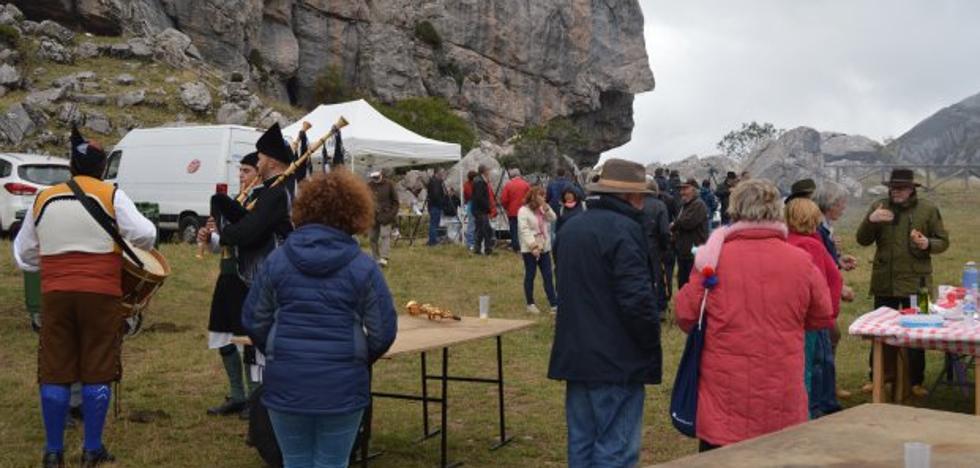 Somiedo defiende en su fiesta de la Trashumancia la labor de los pastores
