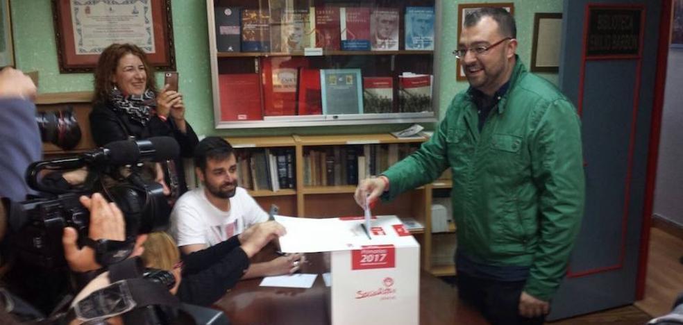 Barbón resalta que es «la primera vez» que la militancia del PSOE asturiano podrá elegir a su secretario general