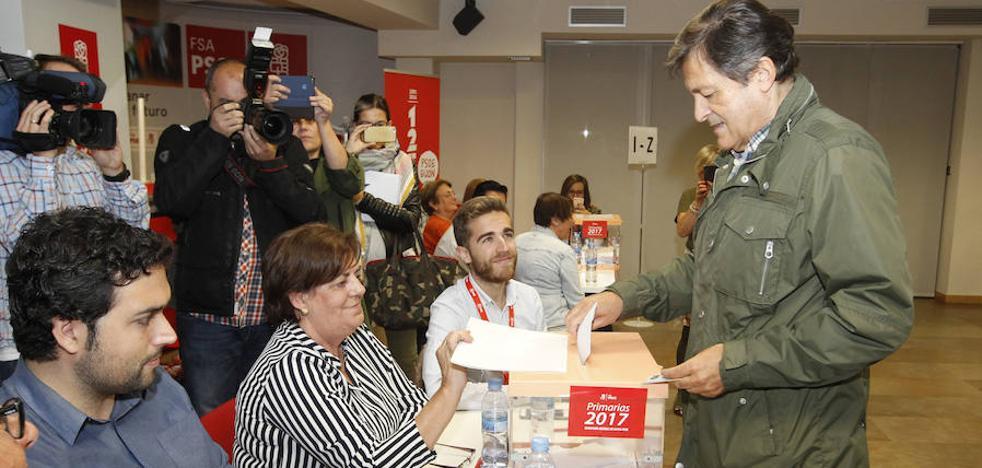 Javier Fernández desea «suerte y acierto» al vencedor de las primarias en Asturias