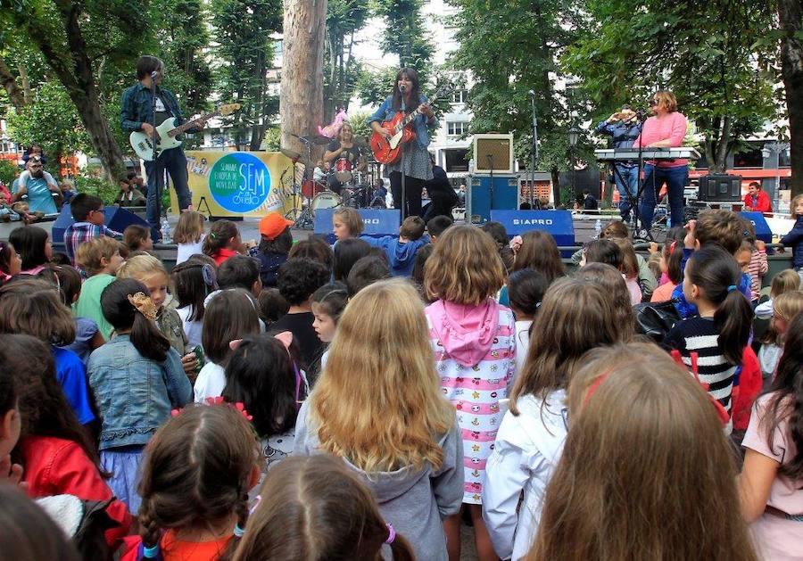 Los más pequeños bailan al ritmo de Petit Pop en San Mateo