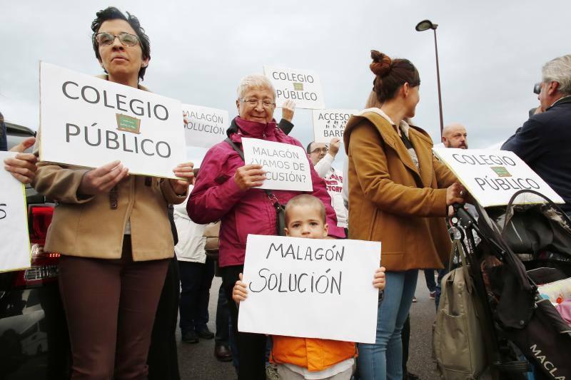 Manifestación de los padres y los alumnos del colegio Nicanor Piñole de Gijón