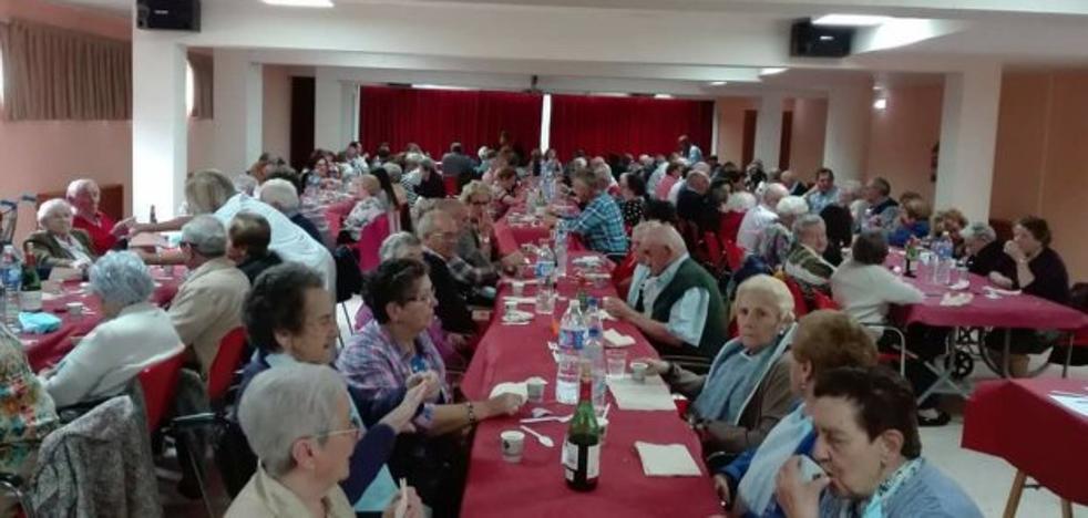 La fiesta para los mayores de Pola de Lena reunió a 300 personas
