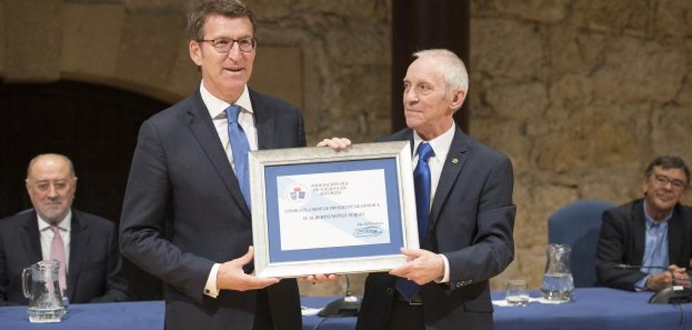 «Es un honor que me distingan los gallegos en Asturias», agradece Feijóo